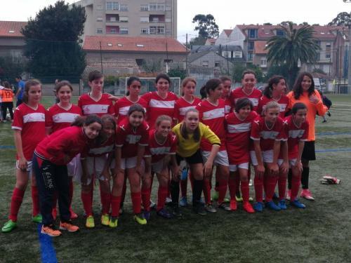 Nerea Lombardero, jugadora del equipo infantil Talleres Cardi, disfrutó con la Selección Provincial ayer en Cambados